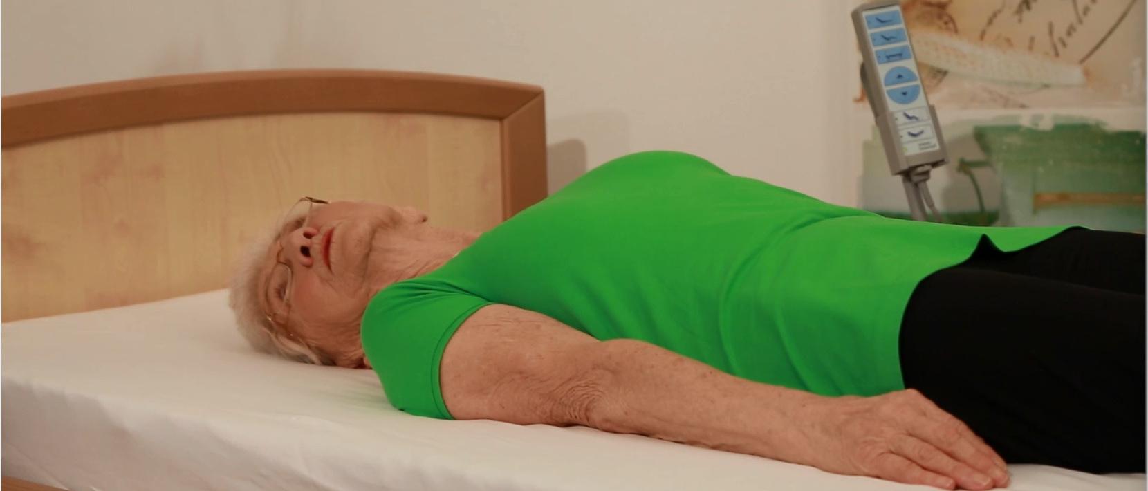 bungen f r den nacken fit mit johanna quaas pflege. Black Bedroom Furniture Sets. Home Design Ideas