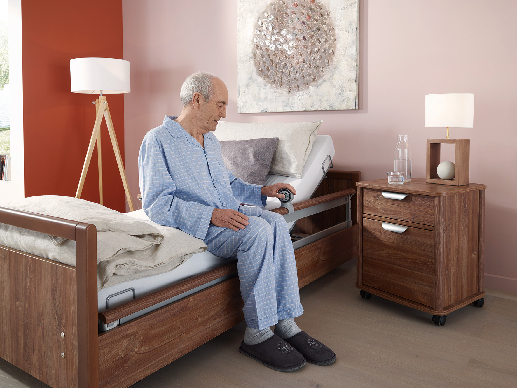 Ganz ohne Kabelgewirr: Pflegebetten mit neuem Bedienkonzept