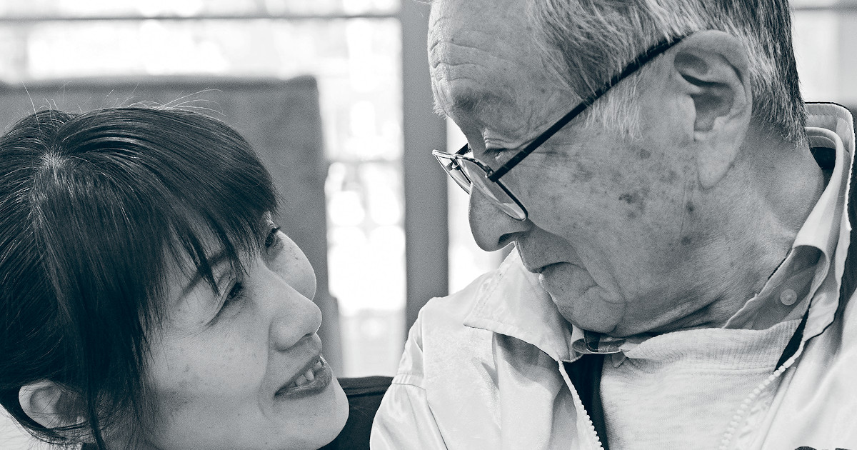 Wie Pflegekräften eine gute Kommunikation mit Bewohnern gelingt